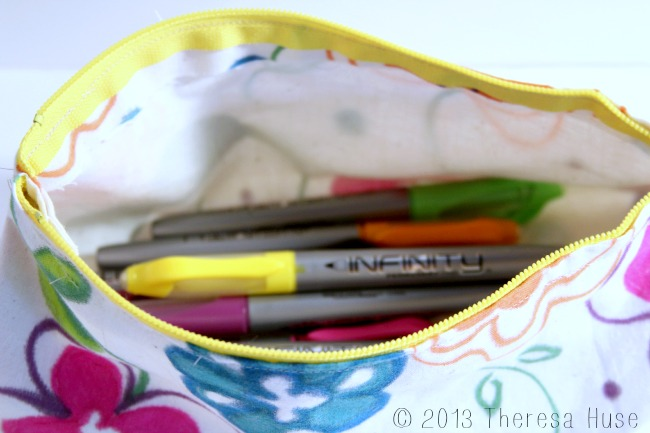 Design Your Own Fabric & Make Your Own Zipper Pouch #DIY