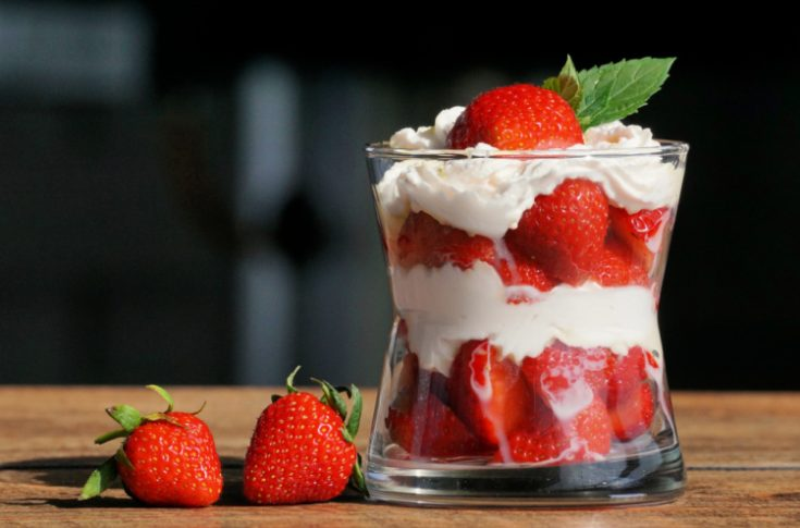 Strawberry Trifle - DearCreatives.com