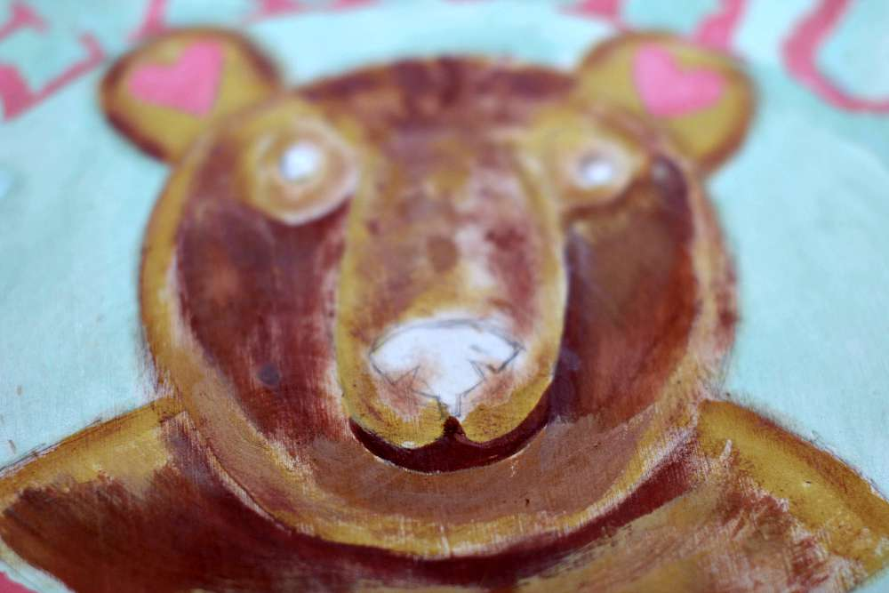 Block in with burnt sienna - how to paint a cute bear face with acrylic paints - DearCreatives.com