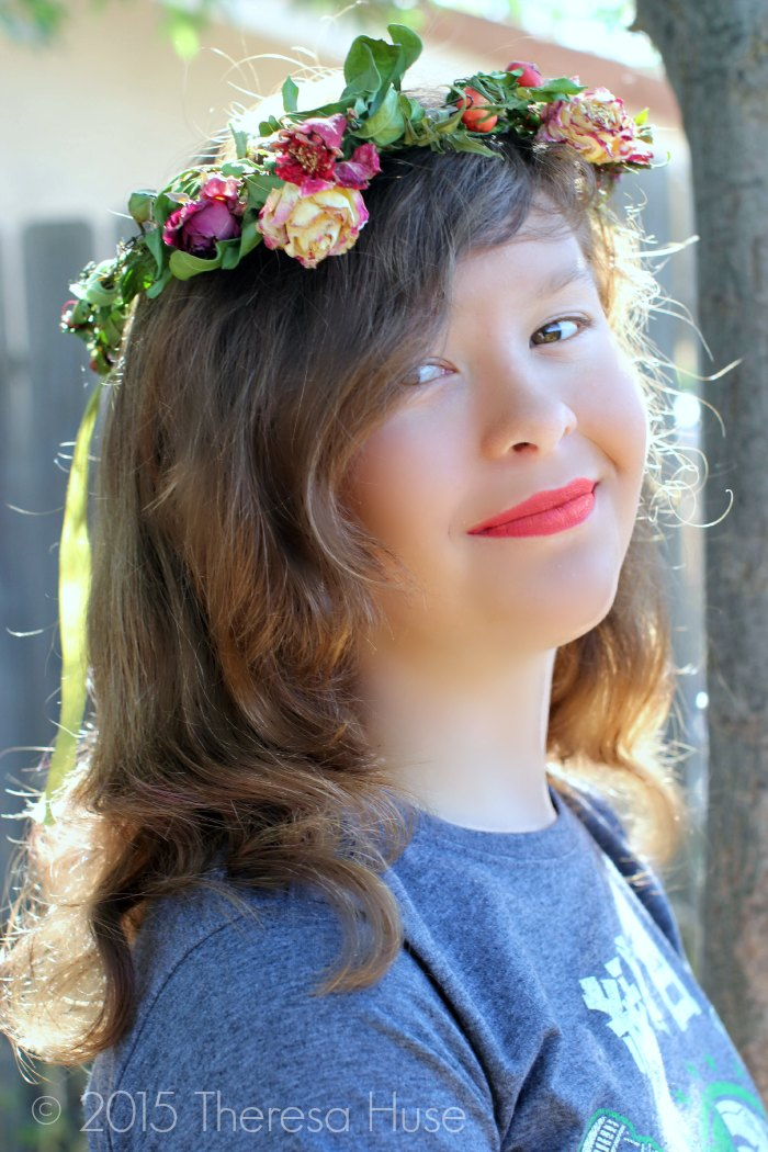 Photography | Flower headband on a young lady outdoors