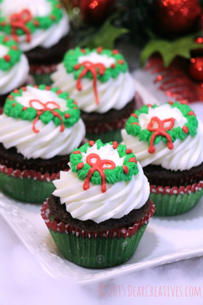 Wreath Cupcakes - Christmas cupcakes with a wreath on the frosting. Grab this cupcakes recipe and see how easy it is to make for Christmas cupcakes