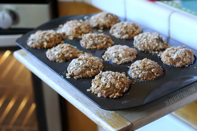 muffin-recipe-blackberry-peach-muffins-with-crumb-topping-just-out-of-the-oven-in-a-muffins-baking-pan