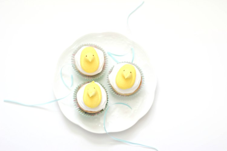 Peeps Easter Cupcakes plus cupcake baking tips