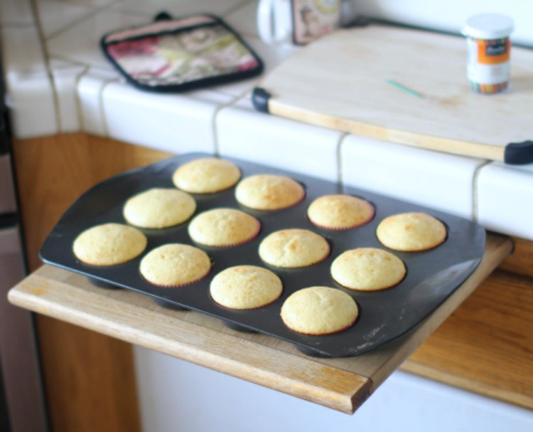 baking cupcakes out of the oven cooling