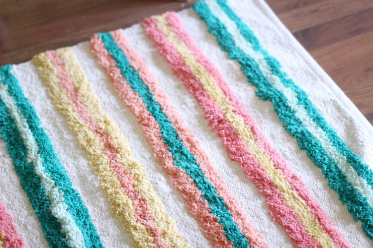 color inspiration home decor ideas #livelovecolor © 2017 Theresa Huse home decor accent colorful rug