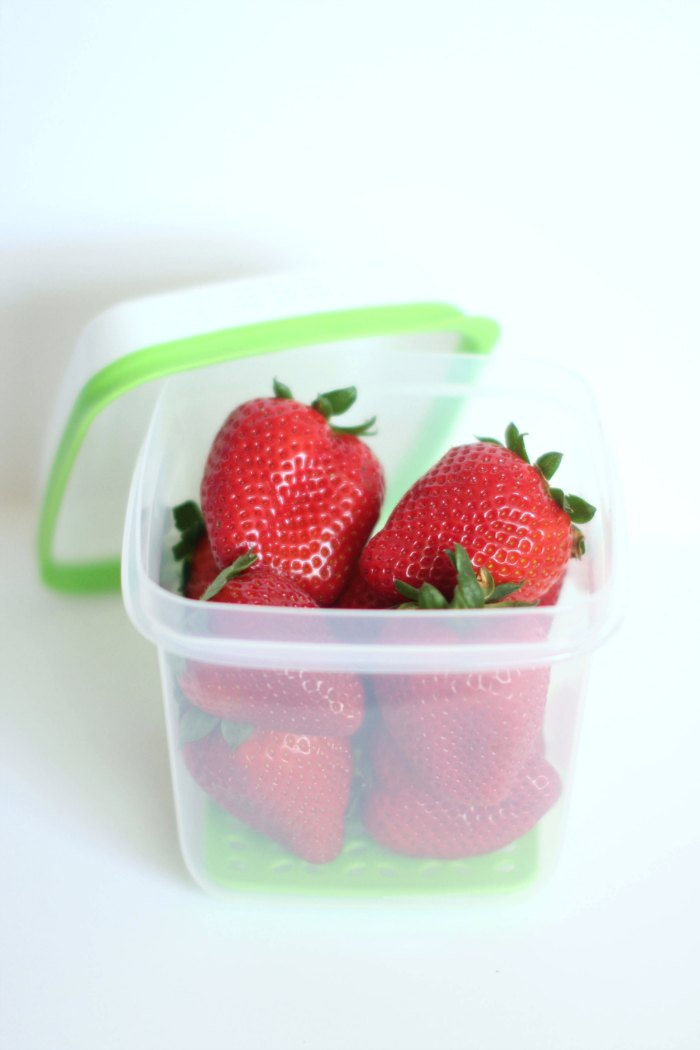 Storage Solutions Rubbermaid FreshWorks DearCreatives.com Strawberries in a Freshworks container