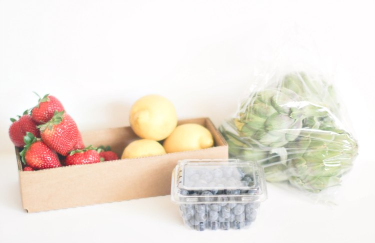 Storage Solutions Rubbermaid FreshWorks DearCreatives.com fresh fruit and vegetables from the farmers market