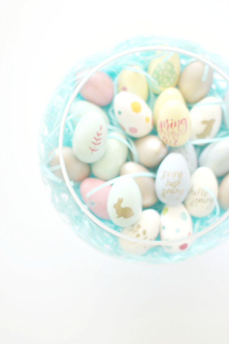 rafts spring Easter Centerpiece with painted wooden, decoupaged wood eggs and Easter grass © 2017 Theresa Huse