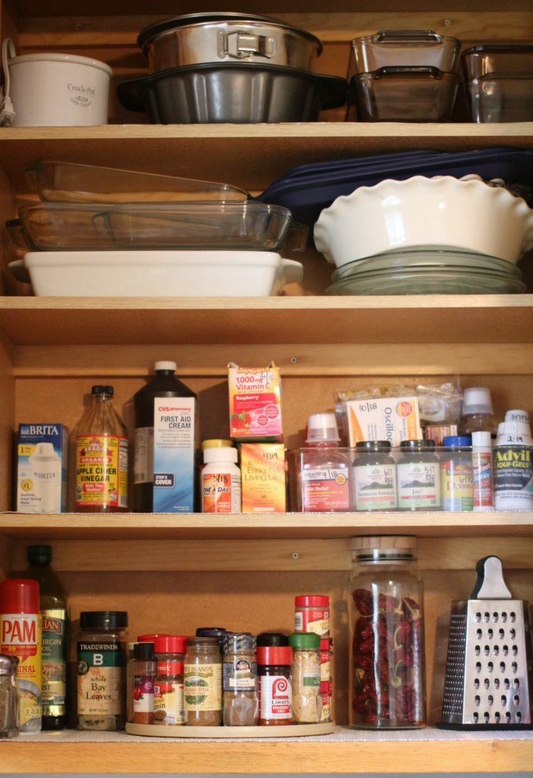 spring cleaning cupboard after cleaning free spring cleaning tips and free spring cleaning printables checklist