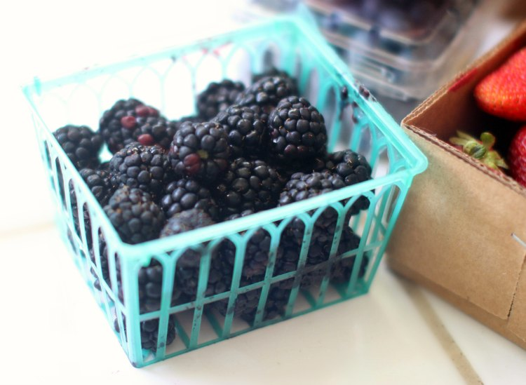 Easy Smoothie Recipes DearCreatives.com Blackberries in a basket for making a smoothie