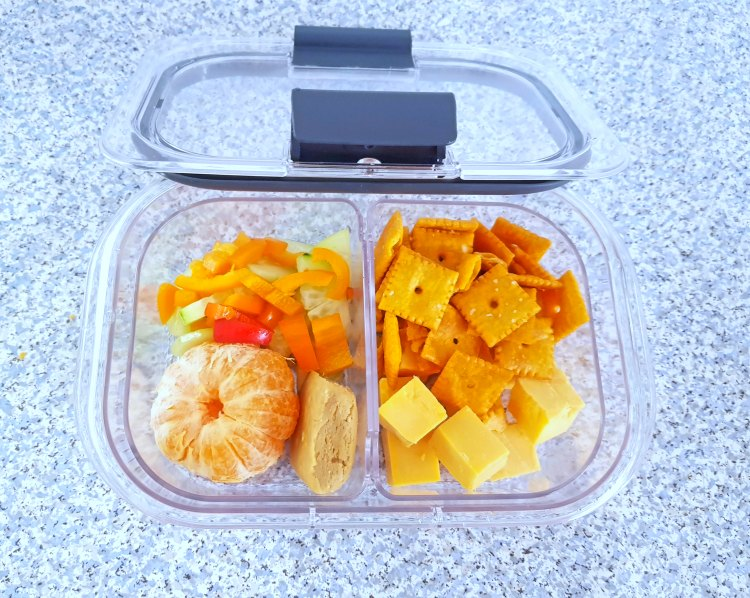 Meal prep storage containers. Tips, and ideas for lunches, and snacks at DearCreatives.com