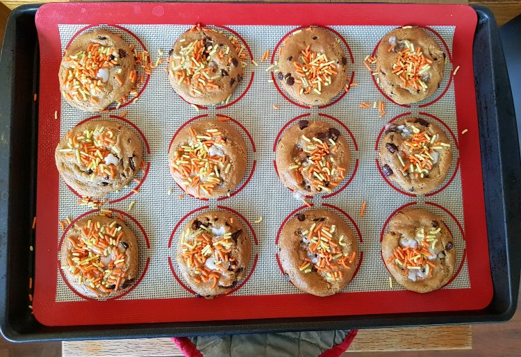 Halloween treats Chocolate Chip Cookies With Halloween Sprinkles just pulled out of the oven. See how easy at DearCreatives.com