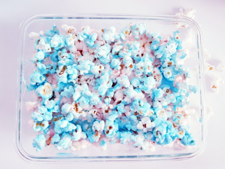 Add layer of blue vanilla candy melts on top of pink pink popcorn. DearCreatives.com