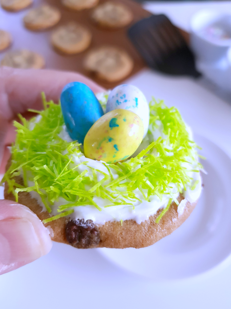 Adding a decorated Easter cookie to the plate so I can make the nest birds nest cookie © 2018 DearCreatives.com