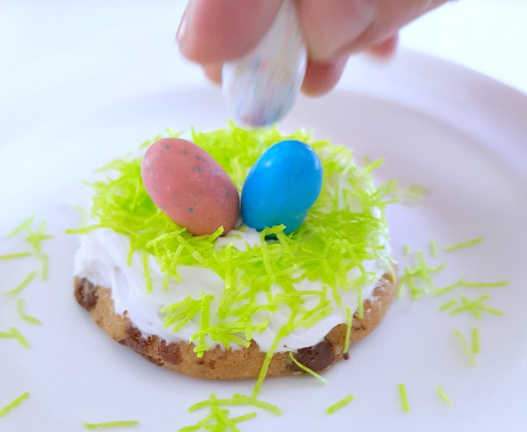 Adding robins nest eggs to the Easter Cookies © 2018 DearCreatives.com