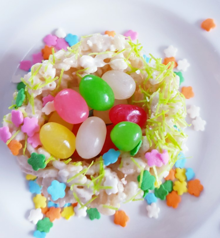 Birds Nest Krispie Treats with jelly beans. This is an easy sweet treat recipes see how at DearCreatives.com