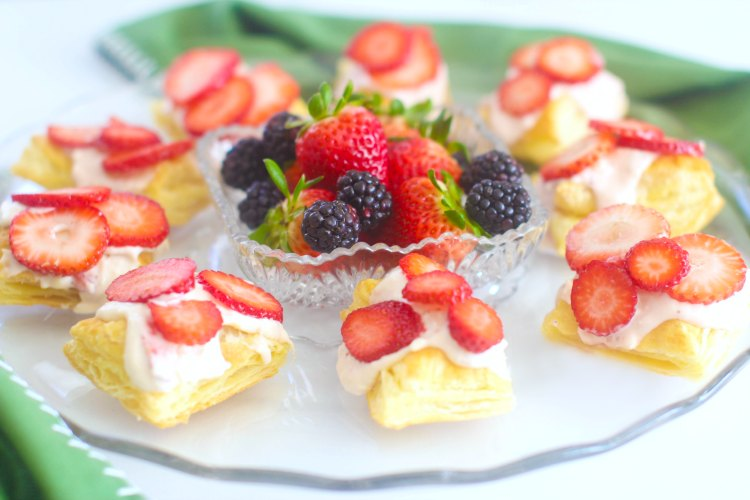 Strawberries and Cream Puff Pastry Tarts- DearCreatives.com