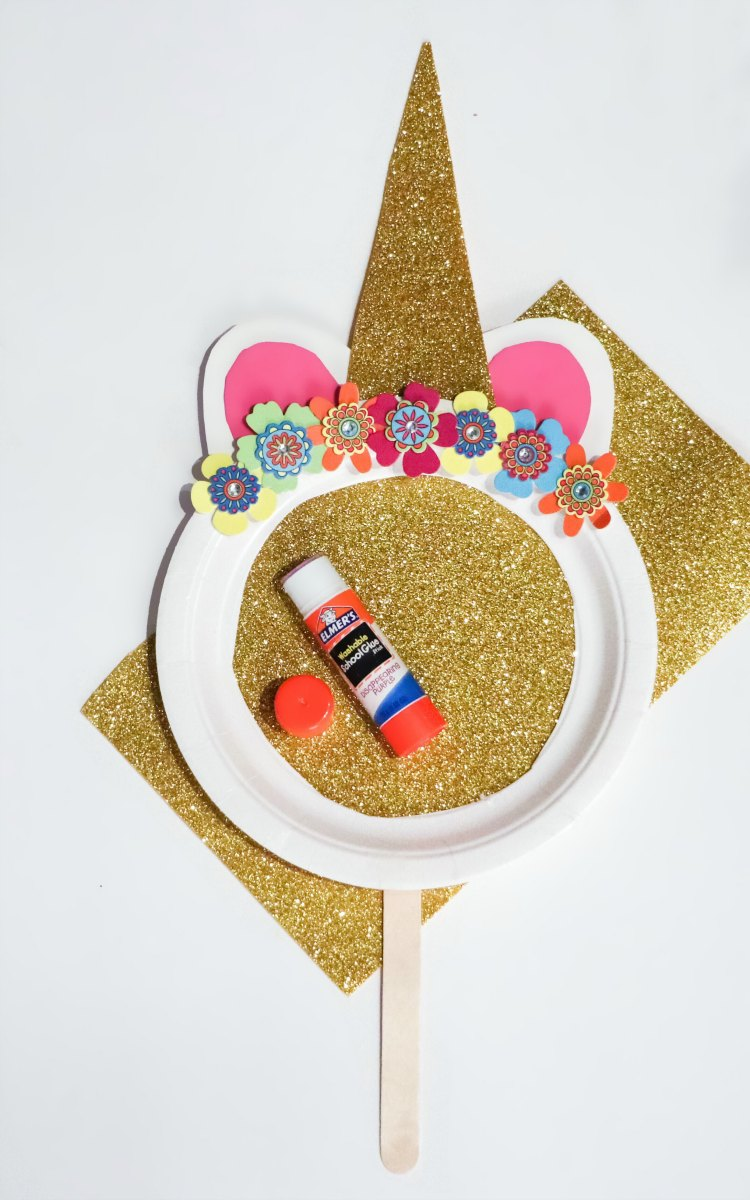 glitter card stock, and paper plate kids craft for a unicorn mask. DearCreatives.com