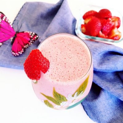 Smoothie Recipes - Are you looking for healthy, delicious smoothies to blend up_ Try any of these smoothie recipes. So many to pick from healthy smoothie recipes. DearCreatives.com #smoothies #smoothierecipes #homemadesmoothies #makesmoothiesathome