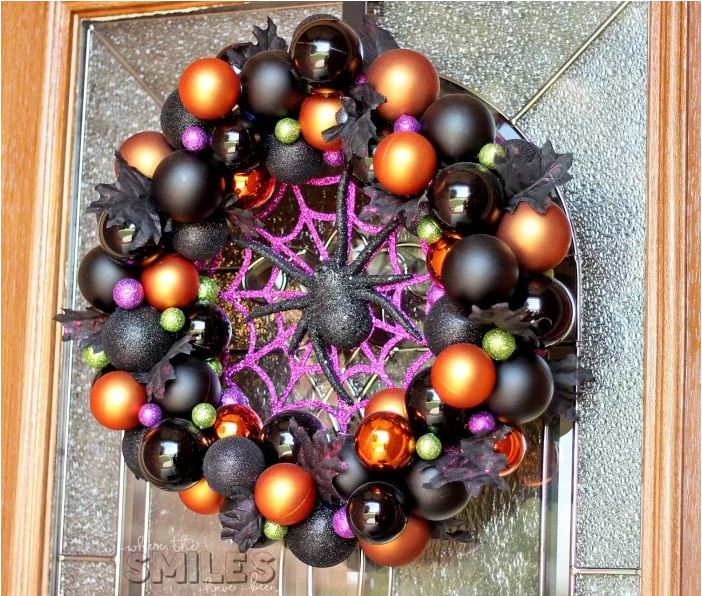Halloween Ornament Wreath DIY via wherethesmileshavebeen