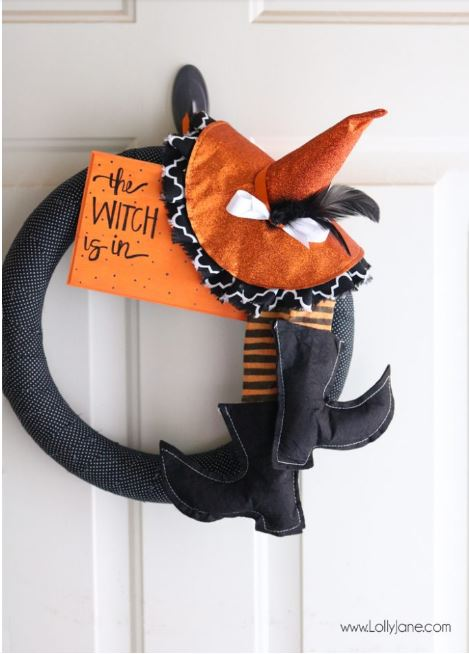 Halloween Witch Wreath tutorial via lollyjane