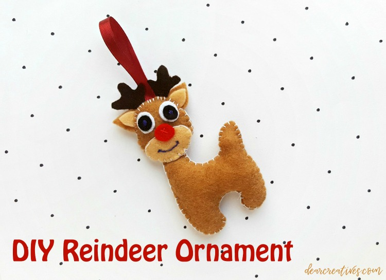 See how to make this Reindeer Ornament -felt Christmas ornaments to make. #reindeer #ornament #felt #crafts #diy DearCreatives.com