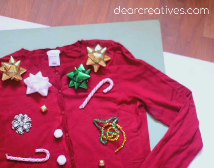 DIY Ugly Christmas Sweater - Do you want to make your own ugly Christmas sweater_ See how to, tips and all kinds of ideas for decorating your ugly sweater. DearCreatives.com #diy #uglychristmassweater #uglychristmassweaterideas