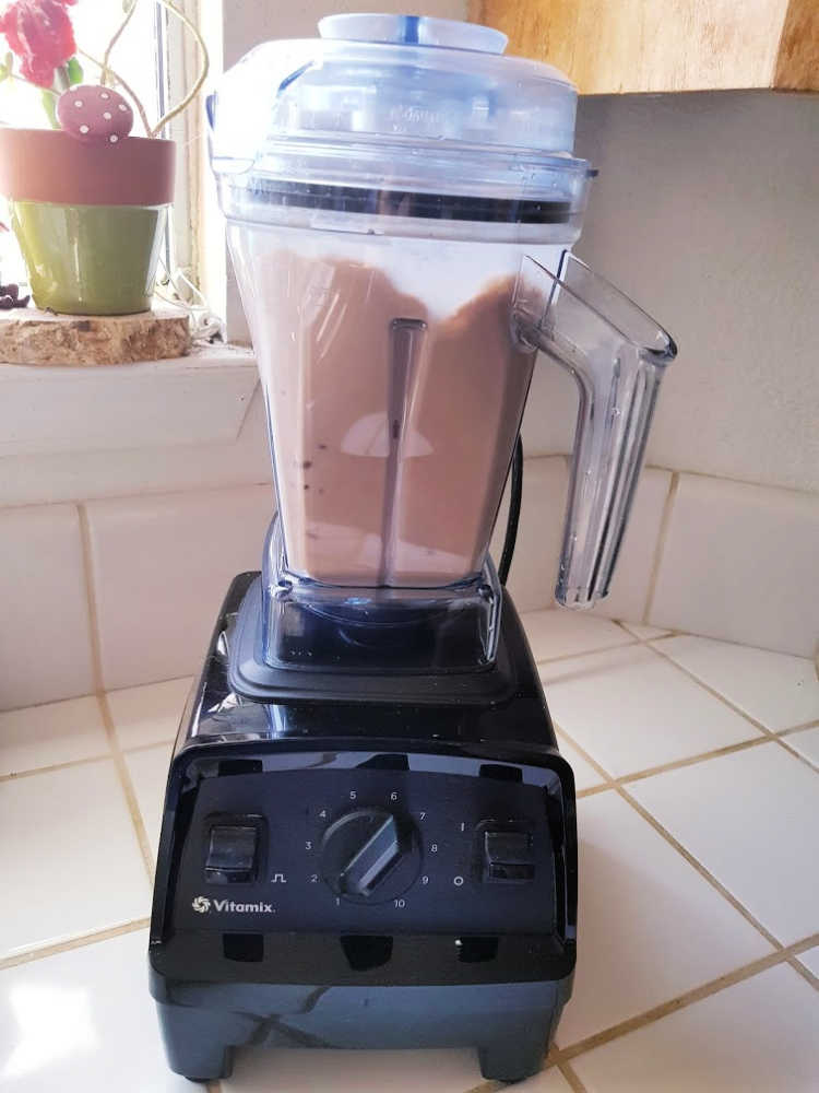 Making hot chocolate in a Vitamix blender DearCreatives.com