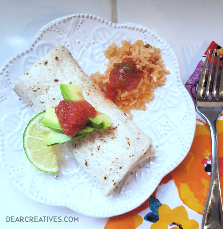 vegan burrito - with chicken fajita taste and flavors. Find out more about this easy meal idea. DearCreatives.com