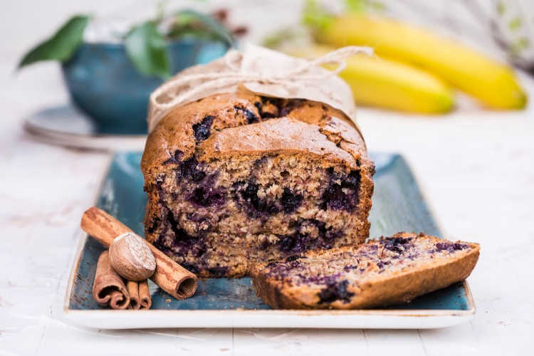 Blueberry Banana Bread - DearCreatives.com