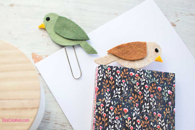 DIY Felt Bookmarks - Felt bird bookmarks. DearCreatives.com #feltcrafts #bookmarks #birdbookmark #paperclipbookmarkdiy