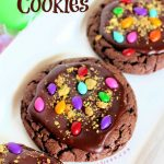 Chocolate Cookies Recipe - This is an easy chocolate cookies recipe to make. DearCreatives.com #chocolatecookiesrecipe #cookiesrecipe #cakemixcookies #chocolatecakemixcookies #dearcreatives #cookierecipes