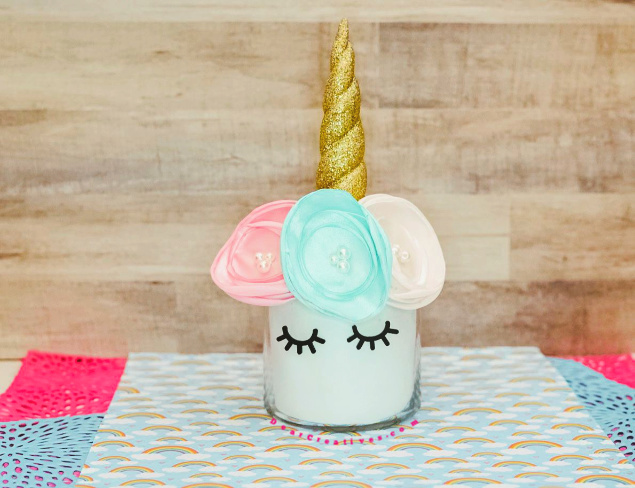 unicorn jar with flowers - find how to and more unicorn diys at DearCreatives.com