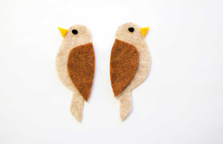 both eyes glued to the felt cut out birds - grab full instructions and free printable template at DearCreatives.com