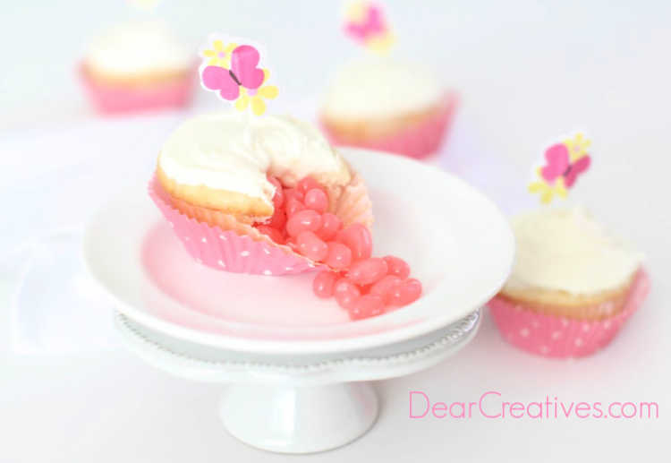 jelly bean cupcakes - Easy how to make jelly bean cupcakes. Jelly beans spilling out of a cupcake. DearCreatives.com #jellybeancupcakes #jellybeans #cupcakes #recipe #howto #dearcreatives