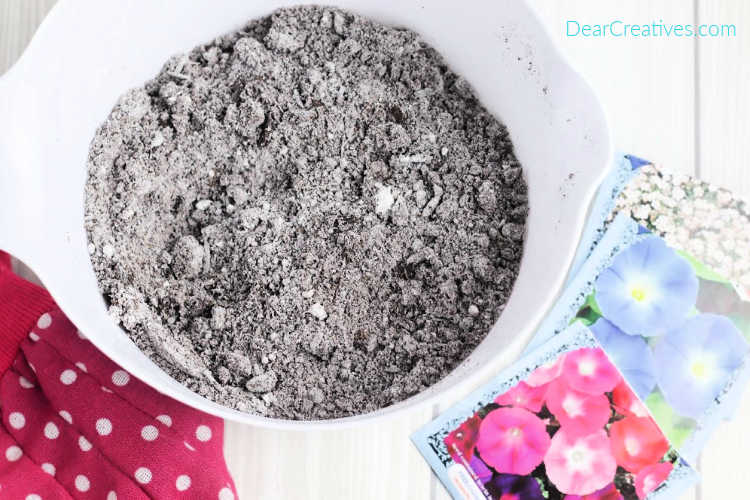 Seed Bombs Dirt mixture and flower seeds - DIY seed bombs © 2019 DearCreatives.com