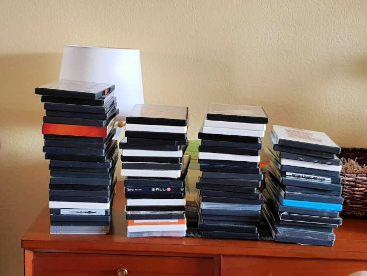 CD and DVD storage ideas -CDs and DVDs ready to be organized. DearCreatives.com