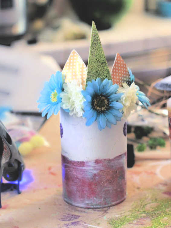 How to decorate a can or jar for unicorn room decor. unicorn room ideas and instructions at DearCreatives.com