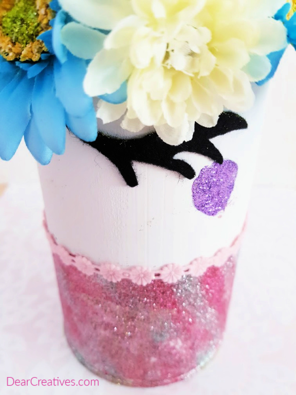 Looking close up at the unicorn room decor. Find how to make this unicorn idea at DearCreatives.com