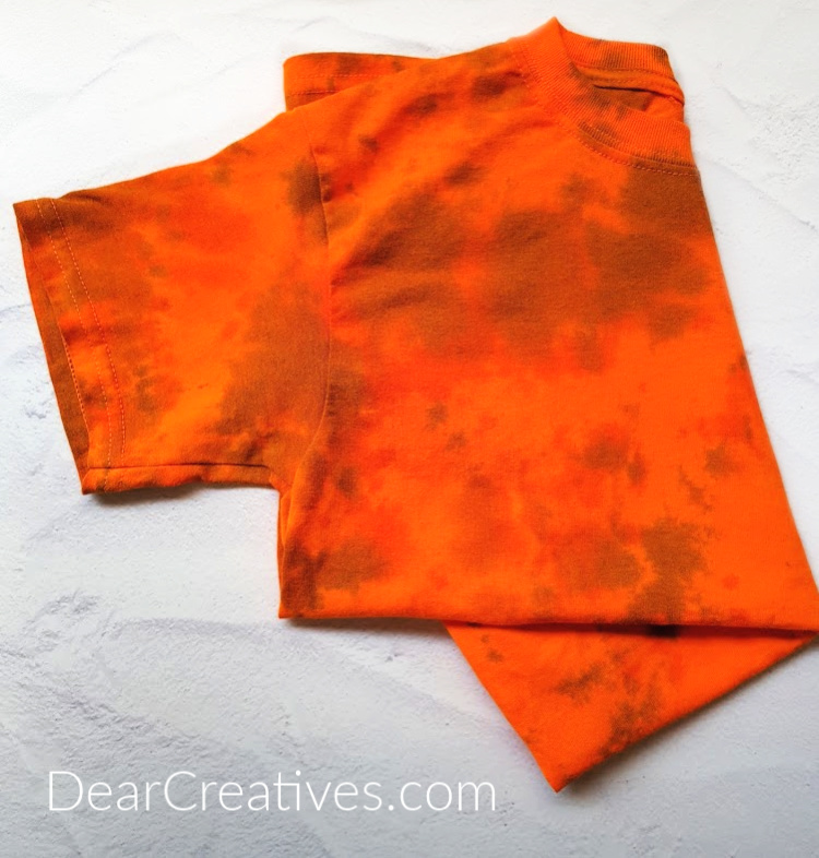 Crumple Tie-Dye T-shirt - See this and other designs, along with a tie-dye party and tie-dye techniques for beginners at DearCreatives.com