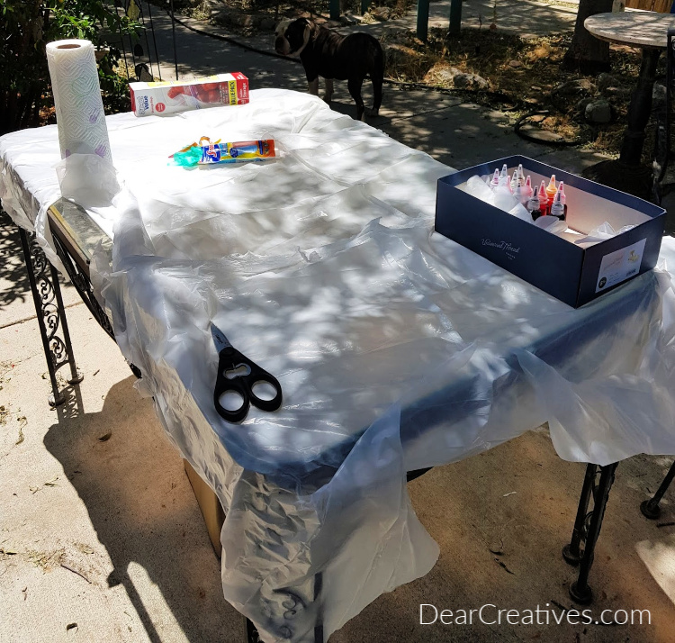How to set up for tie dying t-shirts and easy tie-dye techniques. DearCreatives.com