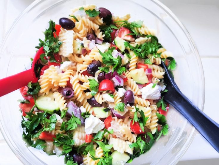 Greek Pasta Salad - Easy pasta salad recipe with feta cheese, kalamata olives, tomatoes... Grab the recipe at DearCreatives.com