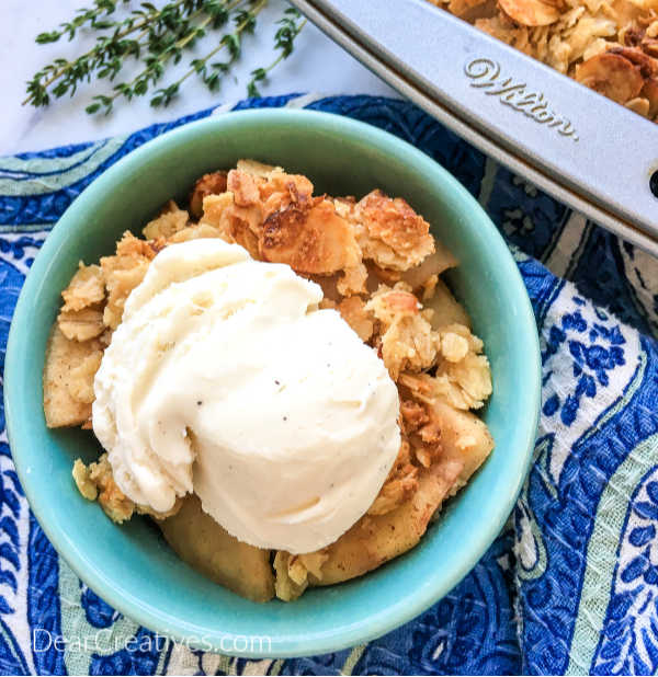 Cinnamon Apple Crisp - Filled with apples, cinnamon, oatmeal...This is an easy apple dessert to make. Perfect for fall or anytime you have fresh apples. DearCreatives.com