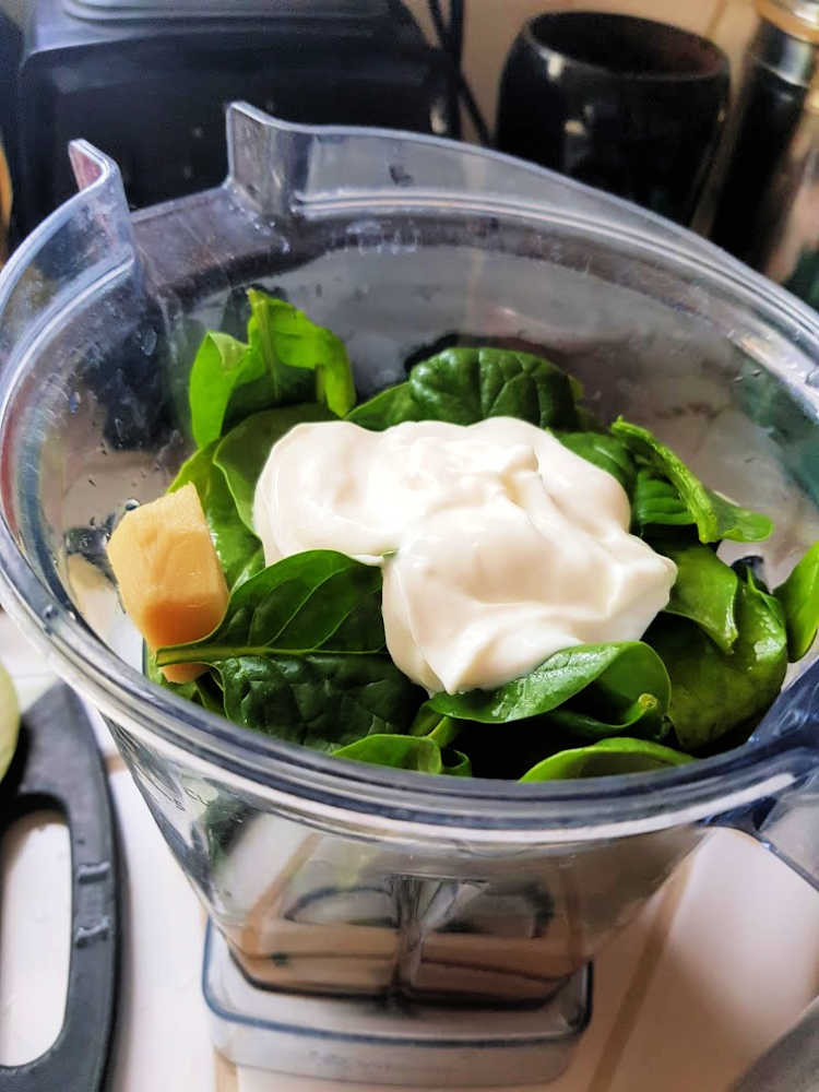 Ingredients for a green smoothie in a blender -smoothie recipes - DearCreatives.com