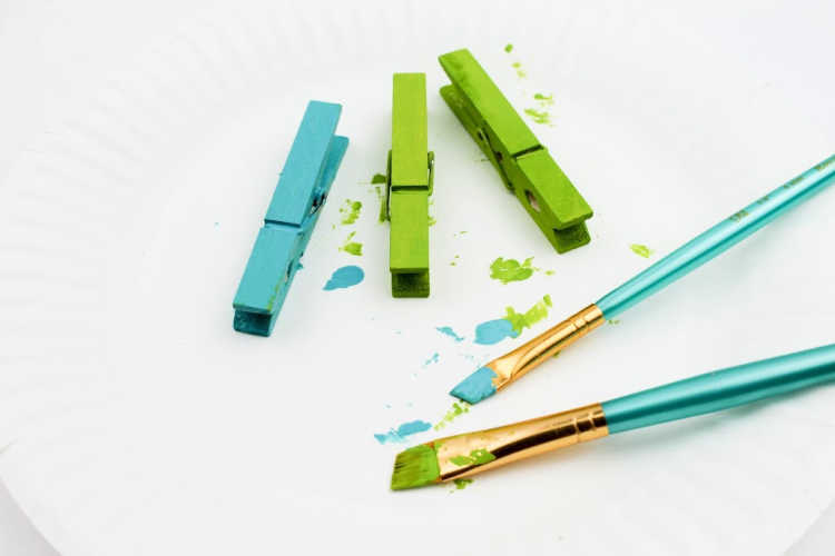 Painting the clothespins - spring craft_summer craft for kids at DearCreatives.com