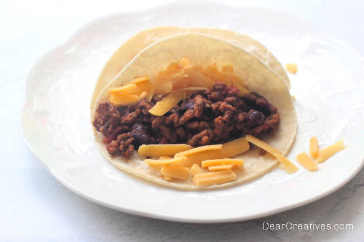 Ground Beef Tacos-Did someone say Taco Tuesday? How to cook ground beef tacos! DearCreatives.com