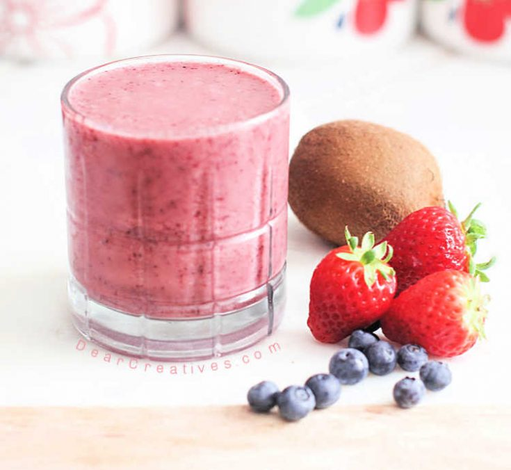 Strawberry-Kiwi-Smoothie-how-to-make-a-strawberry-kiwi-smoothie.-Comes-with-recipe-variations.-DearCreatives.com_