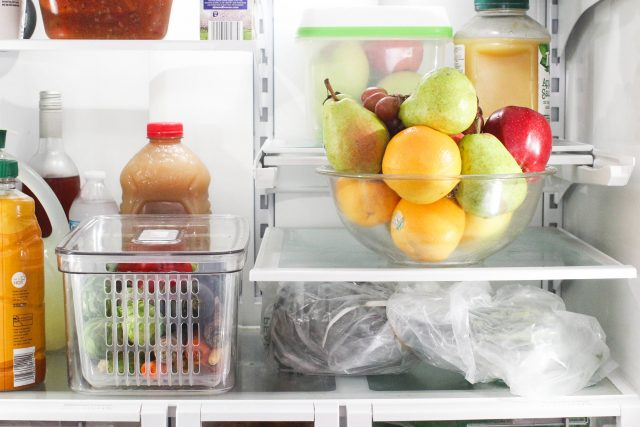 How to store produce to make it last longer -fruits and vegetables being stored in the refrigerator - produce food storage containers © DearCreatives.com