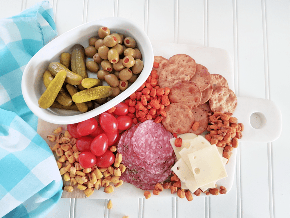 Charcuterie board filled with snacks to munch on. See how easy it is to make one in 10 minutes! DearCreatives.com