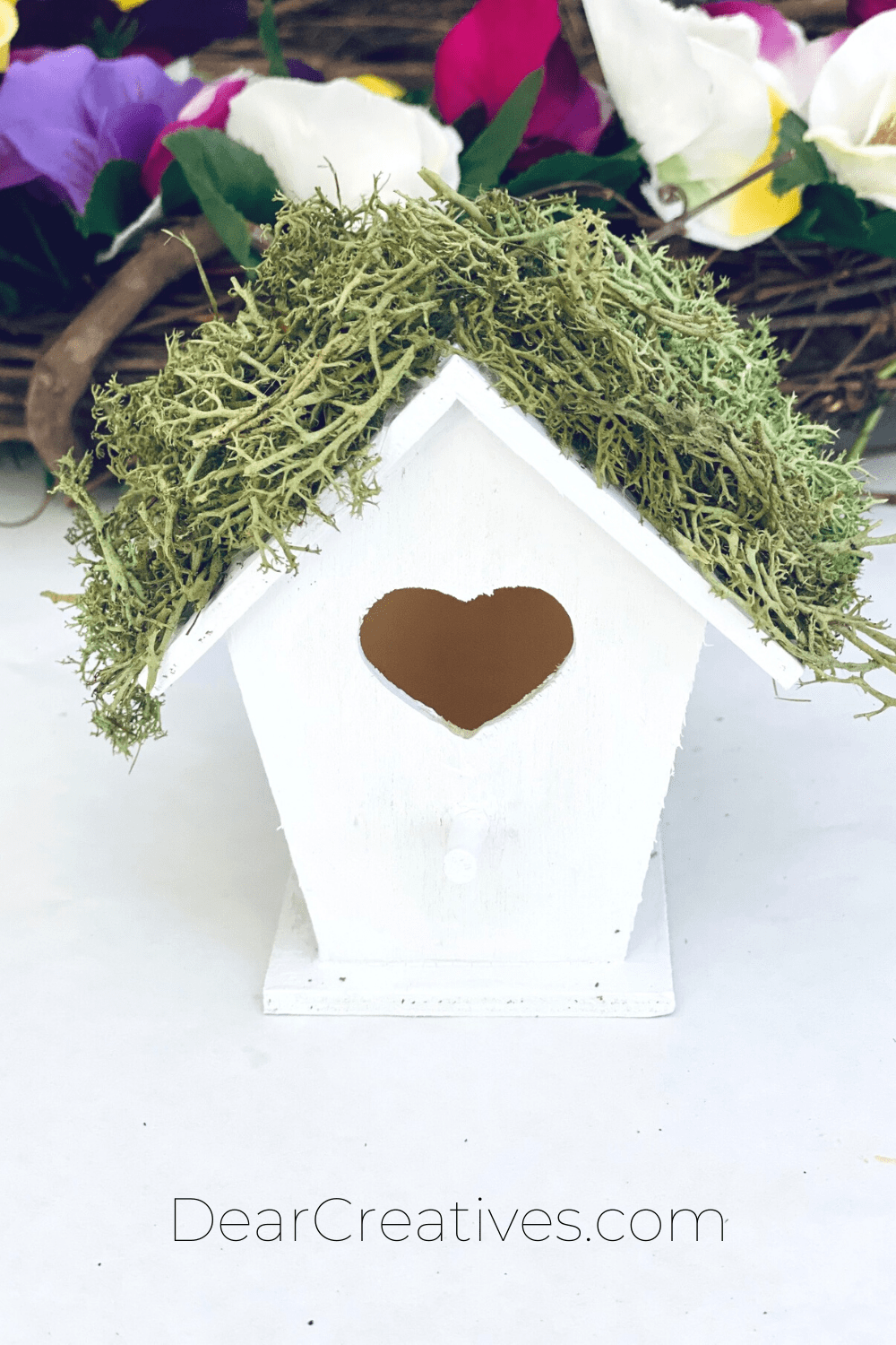Step - decorating the birdhouse roof with moss - Next, add to the decorated wreath - DIY at DearCreatives.com